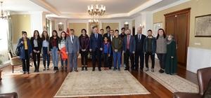 Umre yolcusu çocuklardan Vali Azizoğlu'na ziyaret