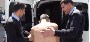 (Özel Haber) Hastaneden çıplak halde kaçan genci polis yakaladı