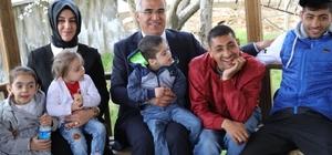 arakazi çiftinden özel çocuklara ziyaret