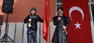 Kayı kostümü giyen öğrenciler nevruzu kutladı