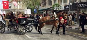 Festivalde at huysuzlandı, şehzadeler yaya kaldı
