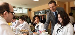 Başkan Ataç down sendromlu gençlerle buluştu