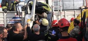 Tıra çarpan kamyonun sürücüsü sıkıştığı yerden 40 dakikada çıkarıldı