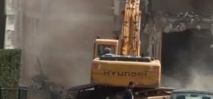 Şehrin göbeğinde hiçbir güvenlik önlemi almadan yıkım çalışması yaptılar