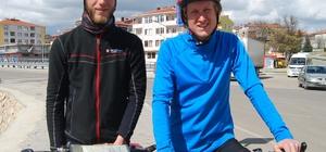 Belçikalı bisikletçiler dünya turuna çıktı