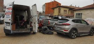 Mahallede 30 aracın lastikleri bıçakla kesildi