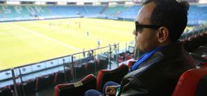 Görme engelli taraftarın futbol aşkı