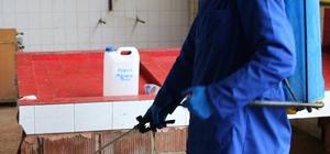 Akçakoca Belediyesi ekipleri pazaryerini ilaçladı