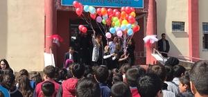 Örnek öğretmenden, uçan balonlu etkinlik