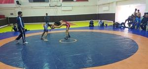 Akıncılar Çok Programlı Anadolu Lisesi öğrencileri güreşten dereceyle döndü