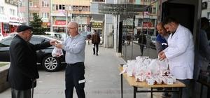 Kırıkkale Belediyesi kandil simidi dağıttı