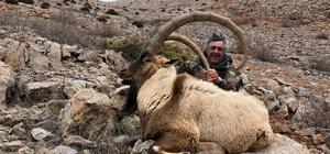 Niğde´de iki yabancı avcı, izinli dağ keçisi avladı