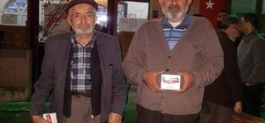 Aslanapa Belediyesi 3 bin adet kandil simidi dağıttı