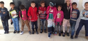 Lastik ayakkabıdan kurtulan öğrencilerin sevinçleri gözlerinden okundu