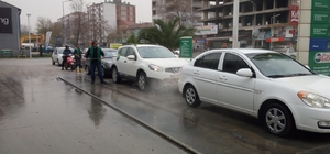 Kocaeli'de araçları çamurla kaplanan sürücüler yıkama yerlerine koştu