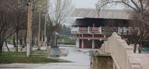 Tunca Nehri'nde 'kırmızı alarm' devam ediyor