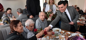 Tütüncü, yaşlılarla buluştu