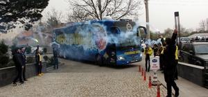 Fenerbahçe kafilesi Bolu'da çiçeklerle karşılandı
