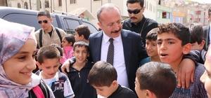 Vali Atik okulları ziyaret etti