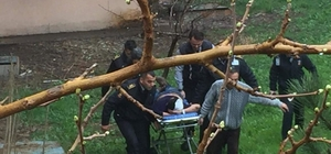 Hastanenin 3. katından düşen göçmen yaralandı