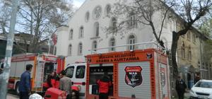 Kültür merkezinde çıkan yangın, büyümeden söndürüldü