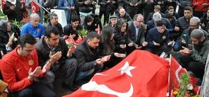 Eskişehirsporlular, şehit Binbaşı'nın mezarını ziyaret etti