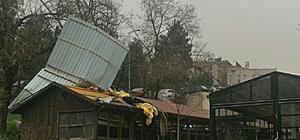 Karabük'te fırtına çatıları yerinden söktü