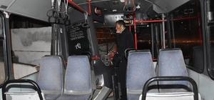 Personel servis otobüsü eve çarptı: 3 yaralı