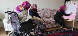 (Özel Haber) Engelli kadın Cumhurbaşkanı Erdoğan'a mektup yazabilmek için okuma öğreniyor