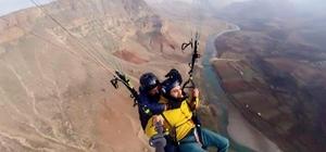 Herekol Dağı ve Botan Vadisi'nde yamaç paraşütü zamanı