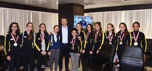 Marmara Şampiyonları sevinçlerini Başkan Kuzu ile paylaştı