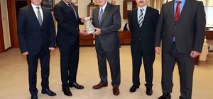 Başkan Karaosmanoğlu, Kişisel Verileri Koruma Kurumu yönetimini ağırladı