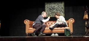 Zuhal Olcay, 'Aşk Halleri' oyunuyla Bartın'da sahneye çıktı