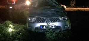 Osmaneli'de hafif ticari araç takla attı, 5 yaralı