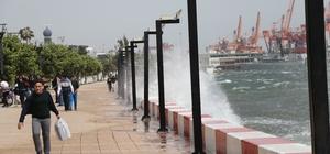 Mersin'de fırtına etkili oldu