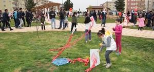 Yüzlerce çocuk şehit arkadaşları için uçurtma uçurdu