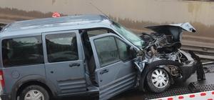 Kocaeli'de hafif ticari araç, tıra arkadan çarptı: 1'i ağır 3 yaralı