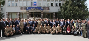 AK Parti'den Mehmetçiğe 5 tır yardım malzemesi