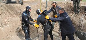 Sivas'ta dalgıç kıyafetli işçiler kanalizasyon temizliği yaptı