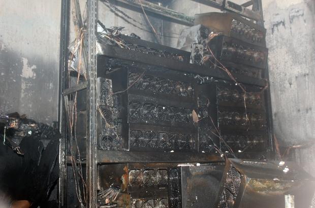 Bitcoin üretim cihazları iş yerini yakarak kül etti 3 iş yerine zarar veren yangın gerçeği ortaya çıkardı Demir iskele üretim yerinden onlarca bitcoin cihazı çıktı