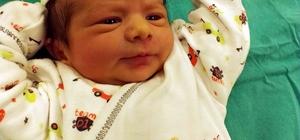 """Erken sünnet psikolojik travmayı önlüyor Çocuk Cerrahisi Uzmanı Op. Dr. Mahmut Aluç: """"Yenidoğan sünneti çocuklarda psikolojik travmayı önlüyor"""""""