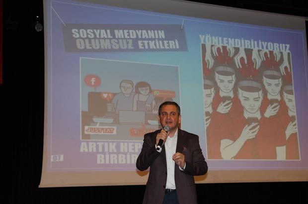 """Mersin'de 'Sosyal Medya Etkileri' semineri Mersin Barosu tarafından 5 bin lise öğrencisine 'Yargıtay Işığında Suç Sayılan Davranışlar' ve 'Sosyal Medya Etkileri' semineri verildi Sosyal Medya Uzmanı Deniz Unay: """"Sosyal medya ile insani duygularımızı yitiriyoruz"""" Baro Başkanı Ali Er: """"Bazı davranışlar suç teşkil edebilir"""""""