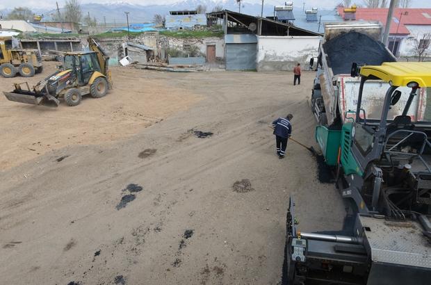 """Yakutiye Belediyesi, köylerde asfalta başladı """"Hatice abla evinin önüne asfalt istedi"""""""
