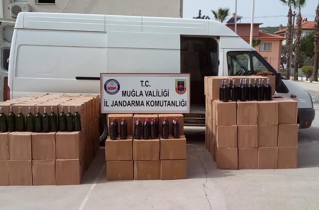 2 minibüs dolusu kaçak içki Muğla'ya Denizli'den 2 minibüs kaçak içki getiren 3 şüpheli ve 9 bin 650 litre kaçak içki Jandarma ekipleri tarafından ele geçirildi.