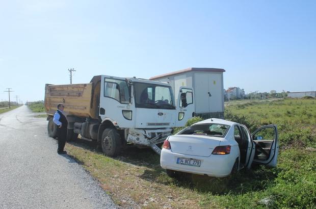 Antalya'da kamyon ile otomobil çarpıştı: 1 yaralı
