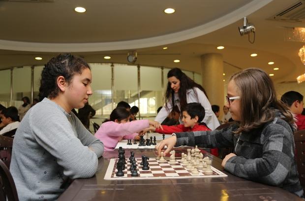 Öğrencilerin satranç hamlesi 23 Nisan için