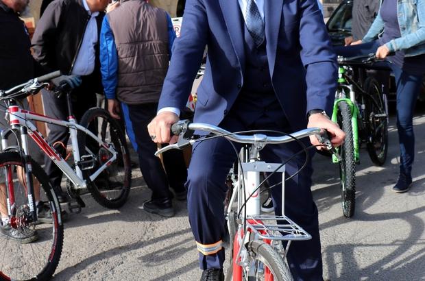 """Ürgüp Belediye Başkanı Fahri Yıldız, """" Gelecek nesillere sağlıklı kent bırakmak istiyoruz Ürgüp Belediye Başkanı Yıldız sağlıklı kent mesajı vermek için pedal çevirdi"""