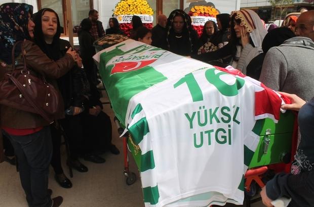 Bursasporlu Utgin son yolculuğuna uğurlandı Cenazede taraftarların kardeşliği yaşandı