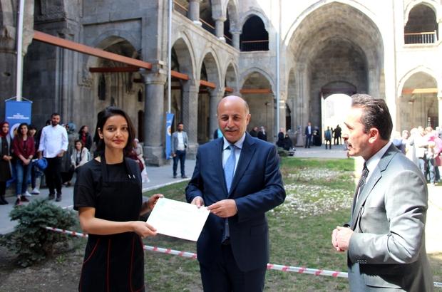 Çifte Minareli Medresede Geleneksel Yemek Yarışması yapıldı