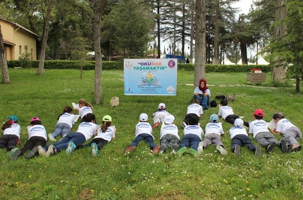 Ertuğrulgazi'nin huzurunda kitap okudular Bilecik'te ilkokul öğrencileri Ertuğrulgazi ve Şeyh Edebali Hazretlerinin huzurunda kitap okudu